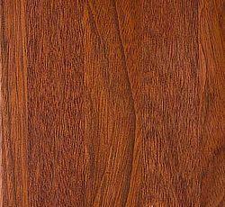 JATOBA Hårdt træ med ensartet gyldenbrun struktur. I løbet af kort tid vil farven ændre sig i retning af gylden rødbrun. Indeholder olier, som gør den ekstra modstandsdygtig overfor påvirkninger. Jatoba er et så kompakt og hårdt træ, at det vil synke til bunds i en spand vand. En eksotisk og elegant plade, som vil fremhæve ethvert køkken. Oprindelse: Sydamerika. Hårdhed: 10